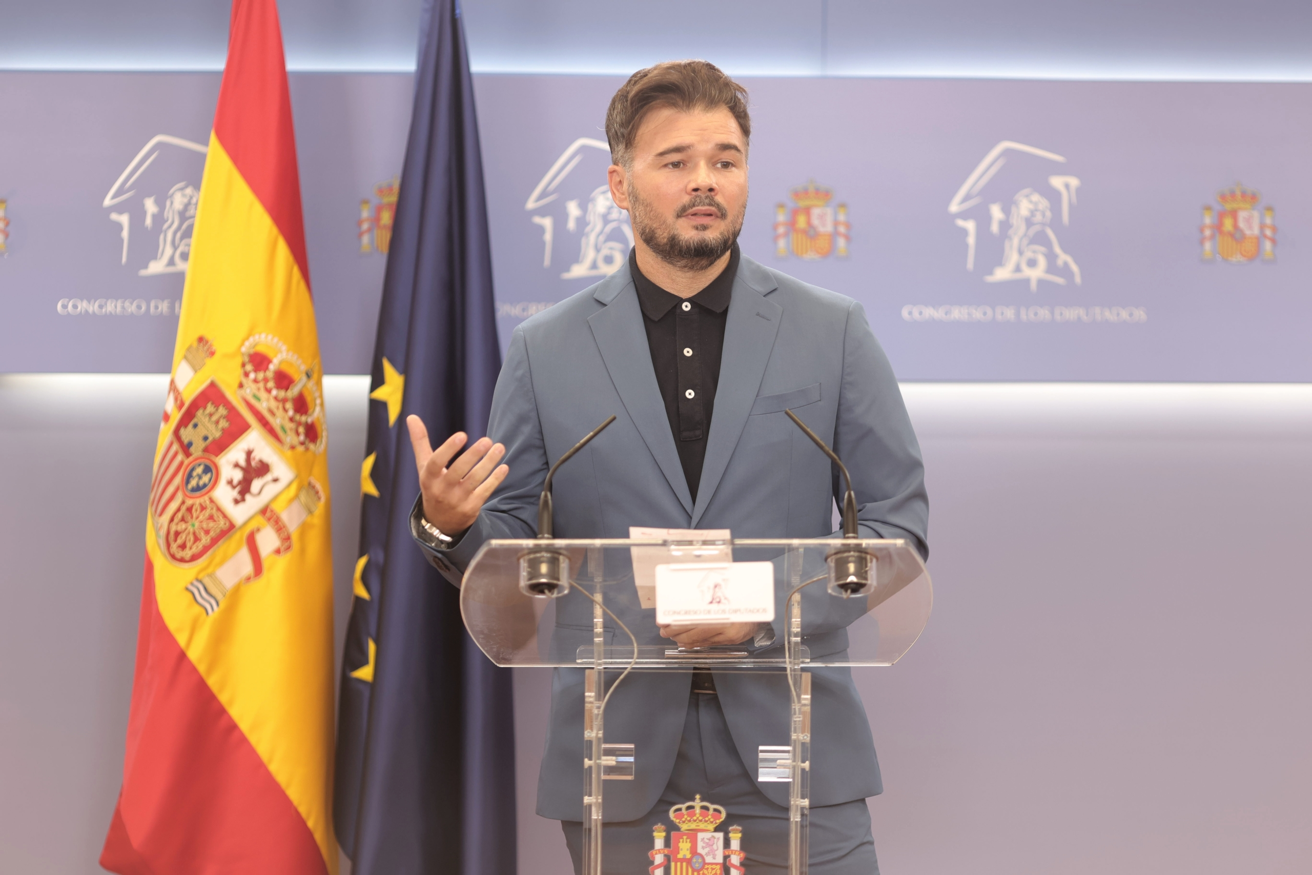 El portaveu parlamentari d'ERC, Gabriel Rufián, ofereix una roda anterior a la celebració de la Junta de Portaveus al Congrés dels Diputats / Europa Press