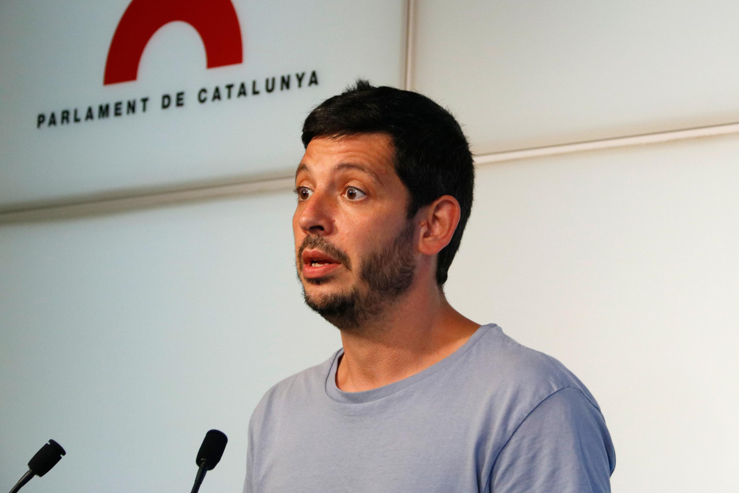 El diputat de la CUP-NCG Xavier Pellicer en roda de premsa al Parlament / ACN