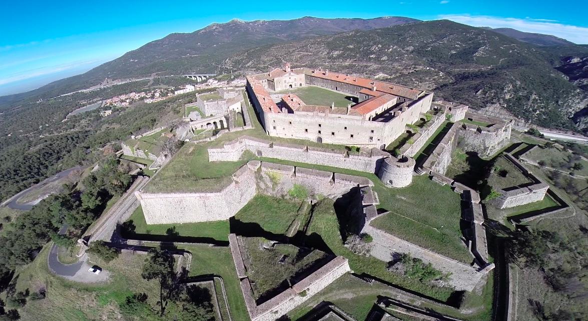 Castell de Bellaguarda al Pertús /Wikipedia