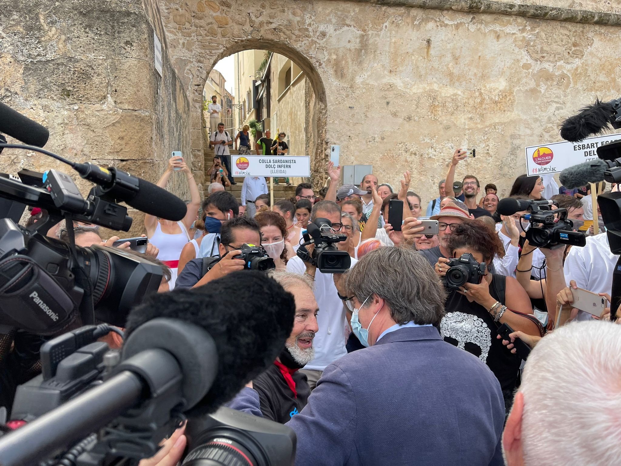 Bany de masses de Puigdemont a l'Alguer | Quico Sallés