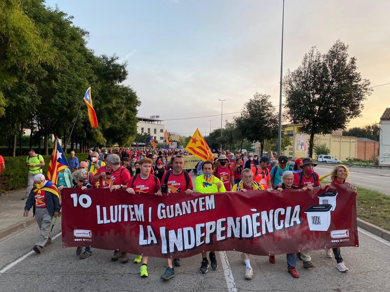Surt la Marxa Nord des de Sant Julià de Ramis, amb centenars de persones direcció a Girona / ANC