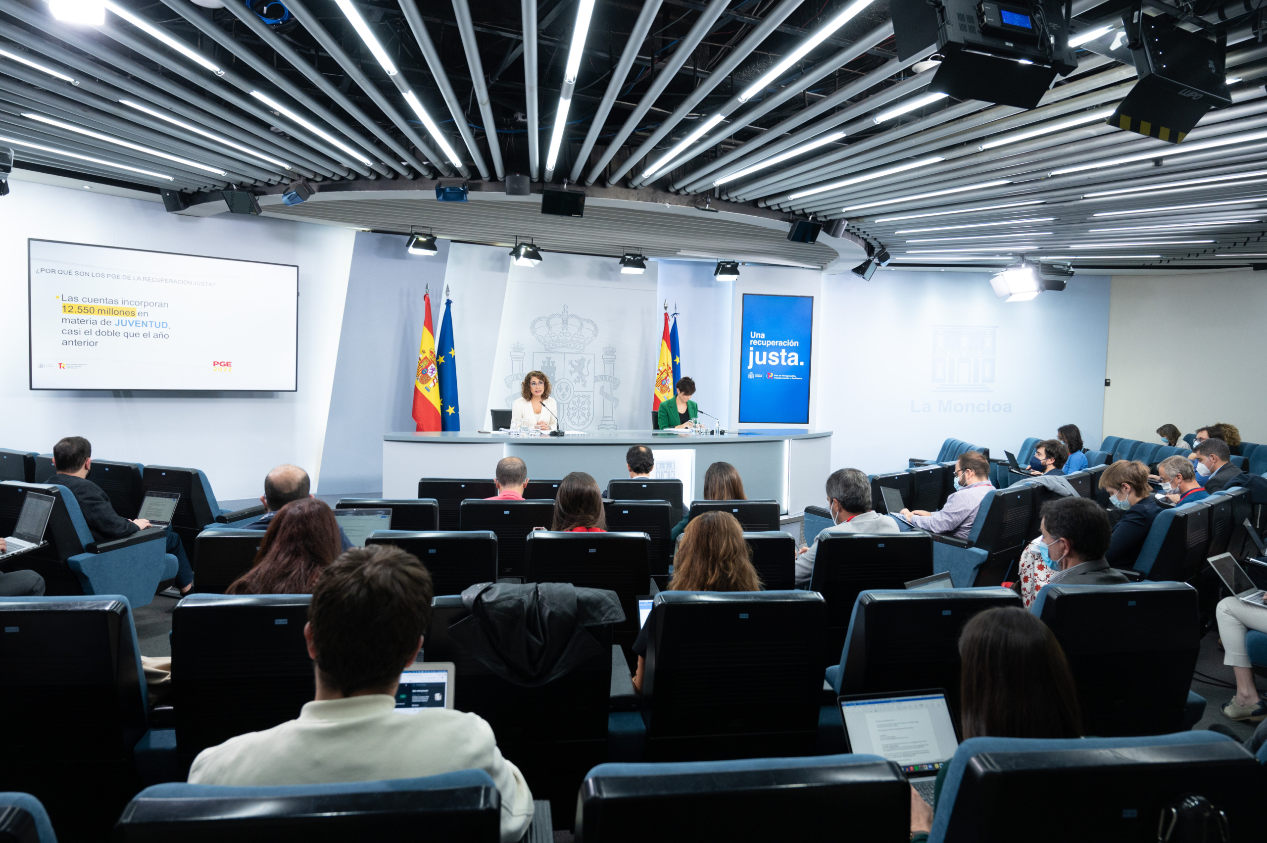 La ministra d'Hisenda, María Jesús Montero, i la portaveu del govern espanyol, Isabel Rodríguez, en roda de premsa a Moncloa | ACN