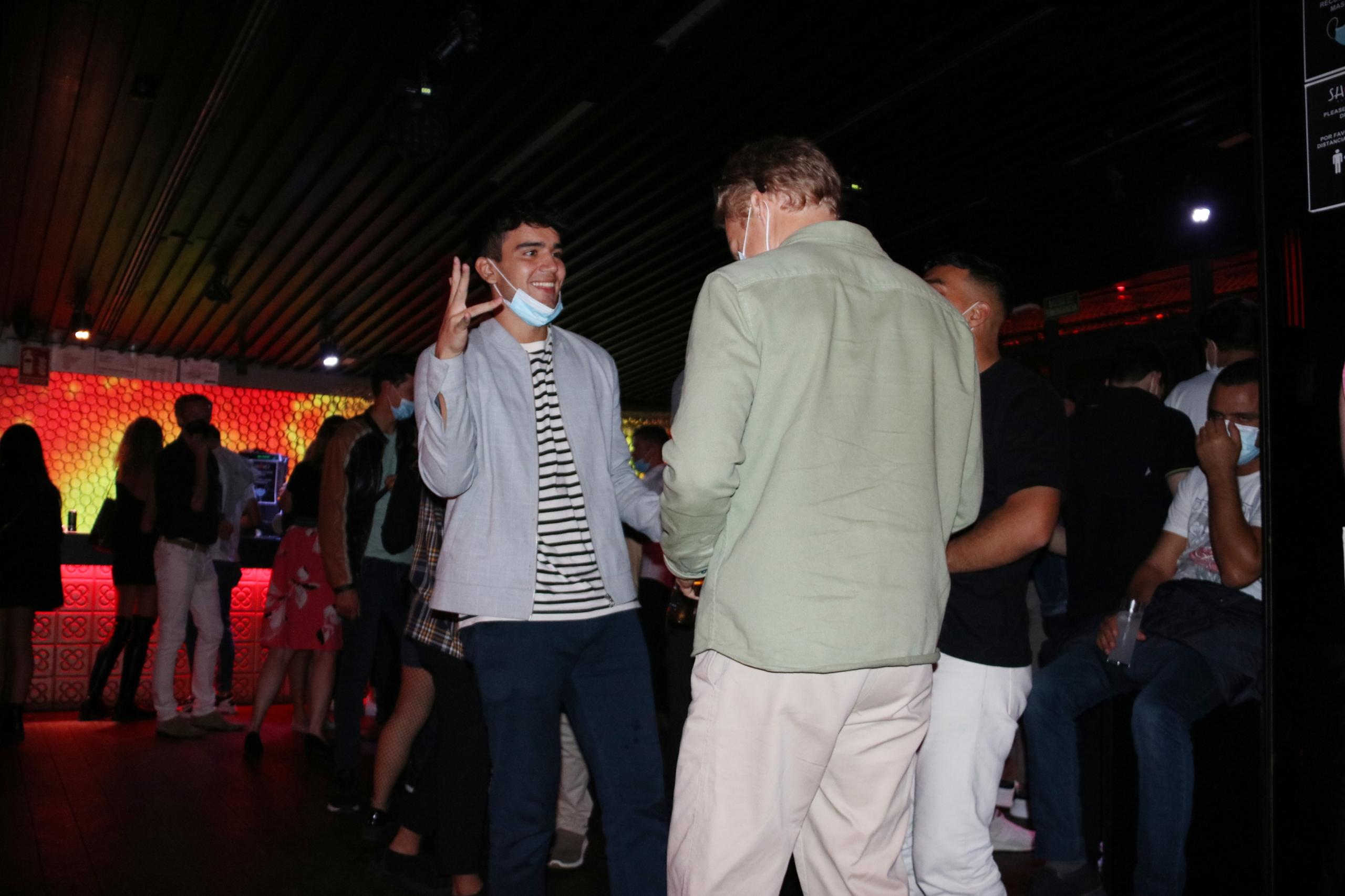 Persones ballant a la discoteca Shôko de Barcelona en la primera nit de reobertura dels locals d'oci nocturn | ACN