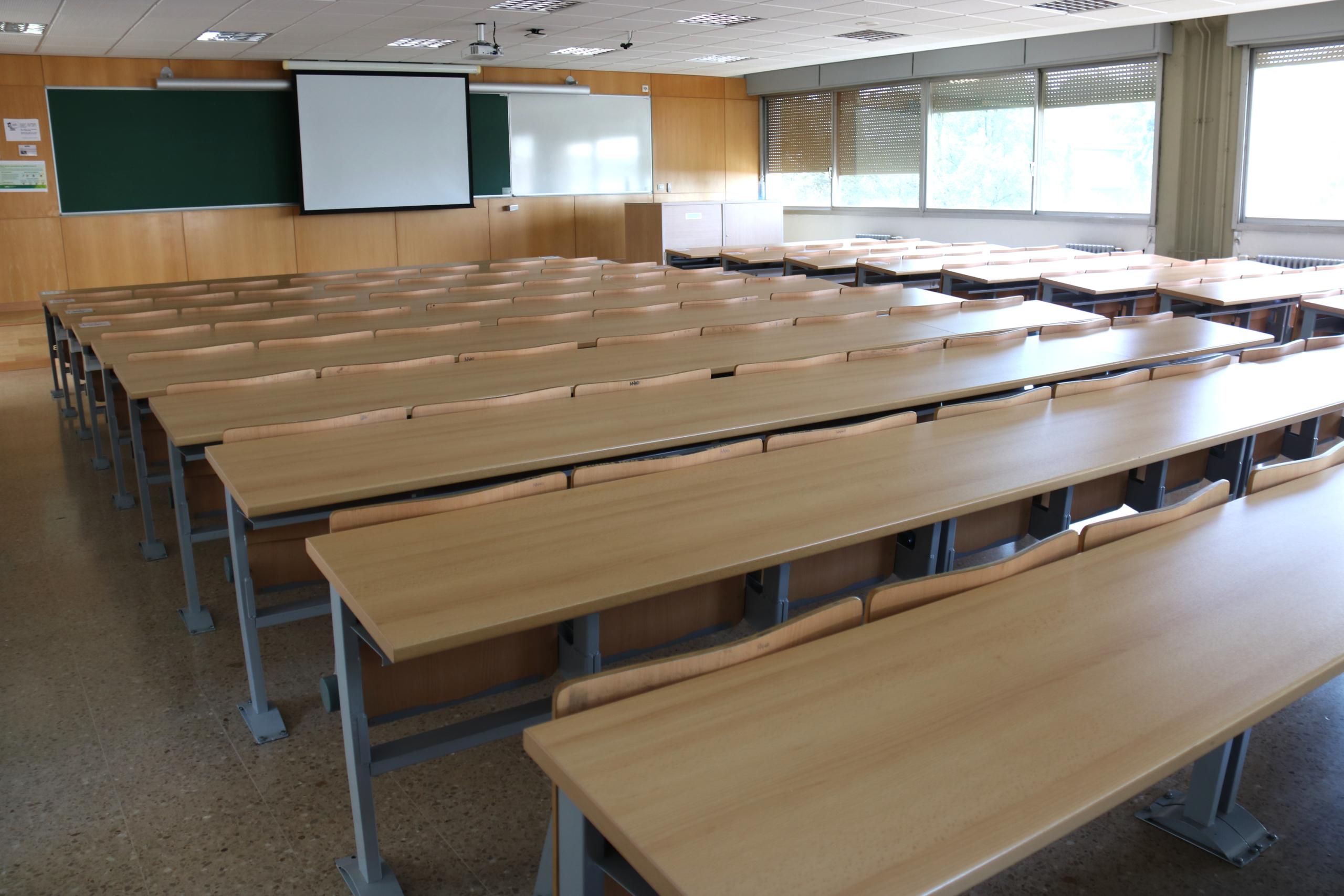 Una aula buida a la facultat de Ciències Polítiques de la UAB | ACN