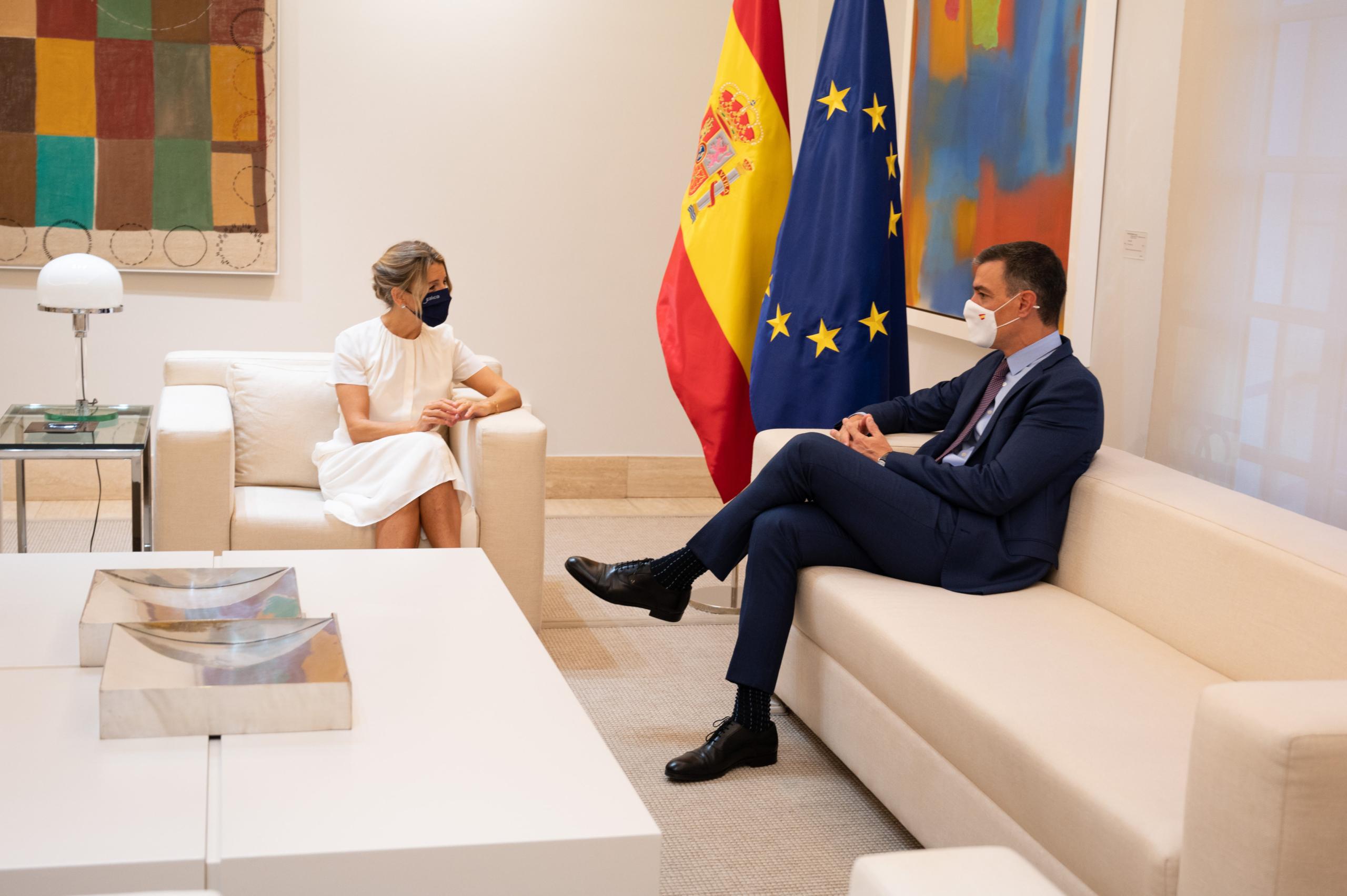 El president del govern espanyol, Pedro Sánchez i la vicepresidenta segona, Yolanda Díaz, al Palau de la Moncloa (ACN)