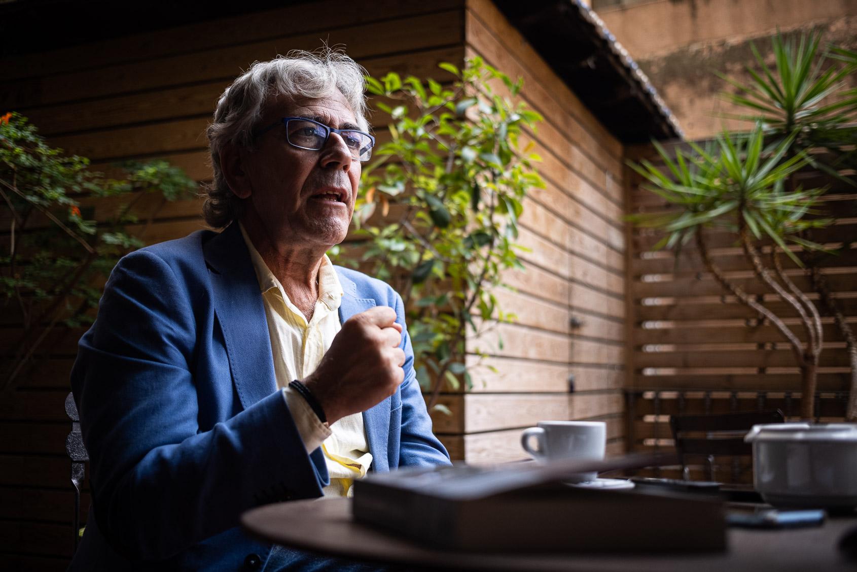 Toni Bolaño, periodista autor del llibre 'Moncloa. Iván Redondo. La política o el arte de lo que no se ve' / Jordi Borràs
