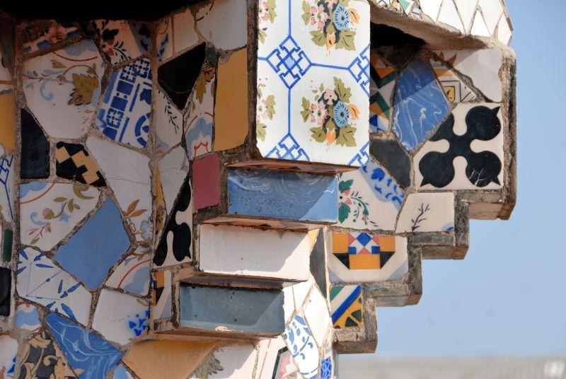 Detall d'una de les xemeneies del terrat del Palau Güell. Foto: Diputació de Barcelona