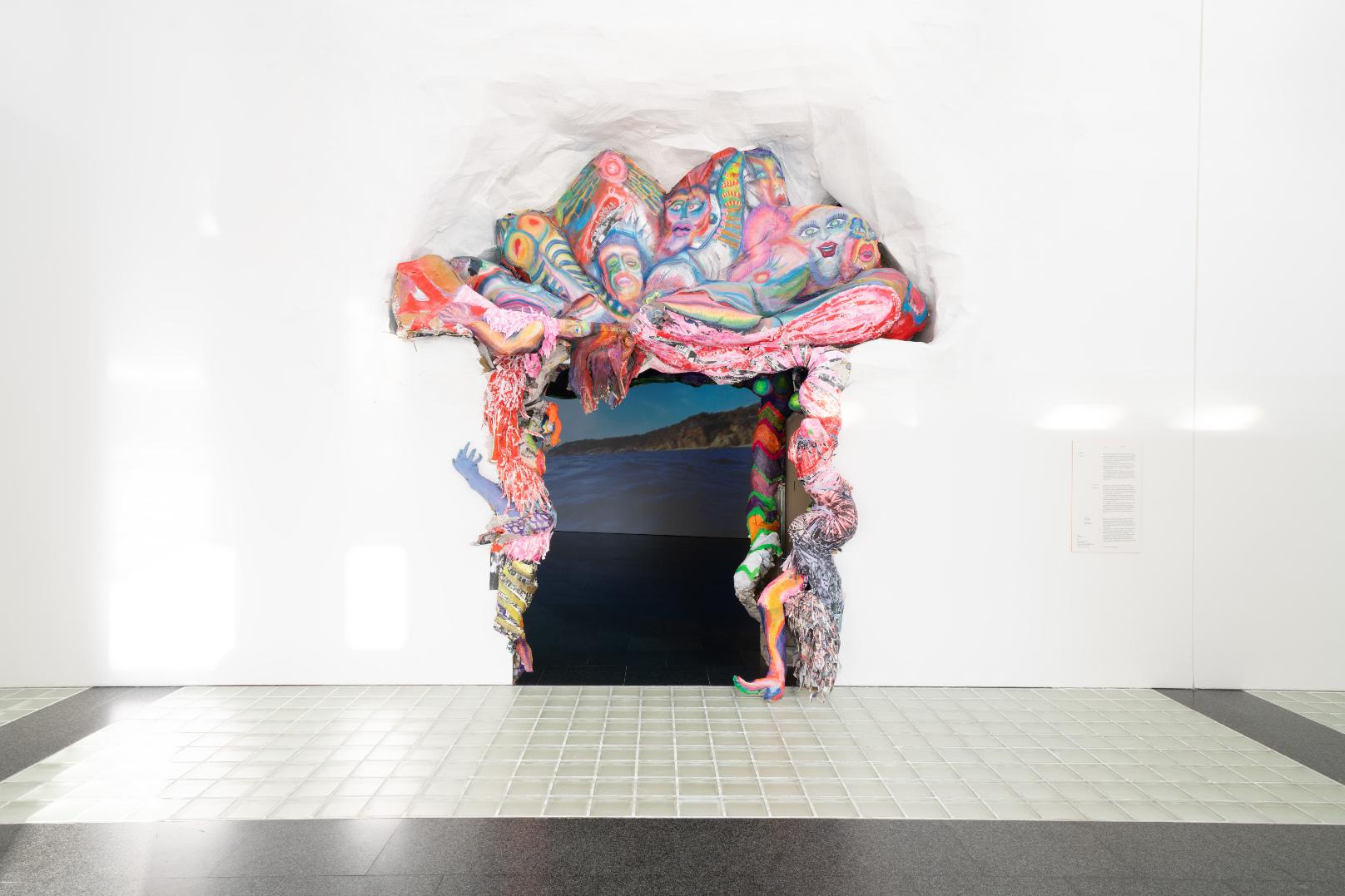 El portal d'entrada a l'exposició d'Antoni Hervàs. Foto: Miquel Coll