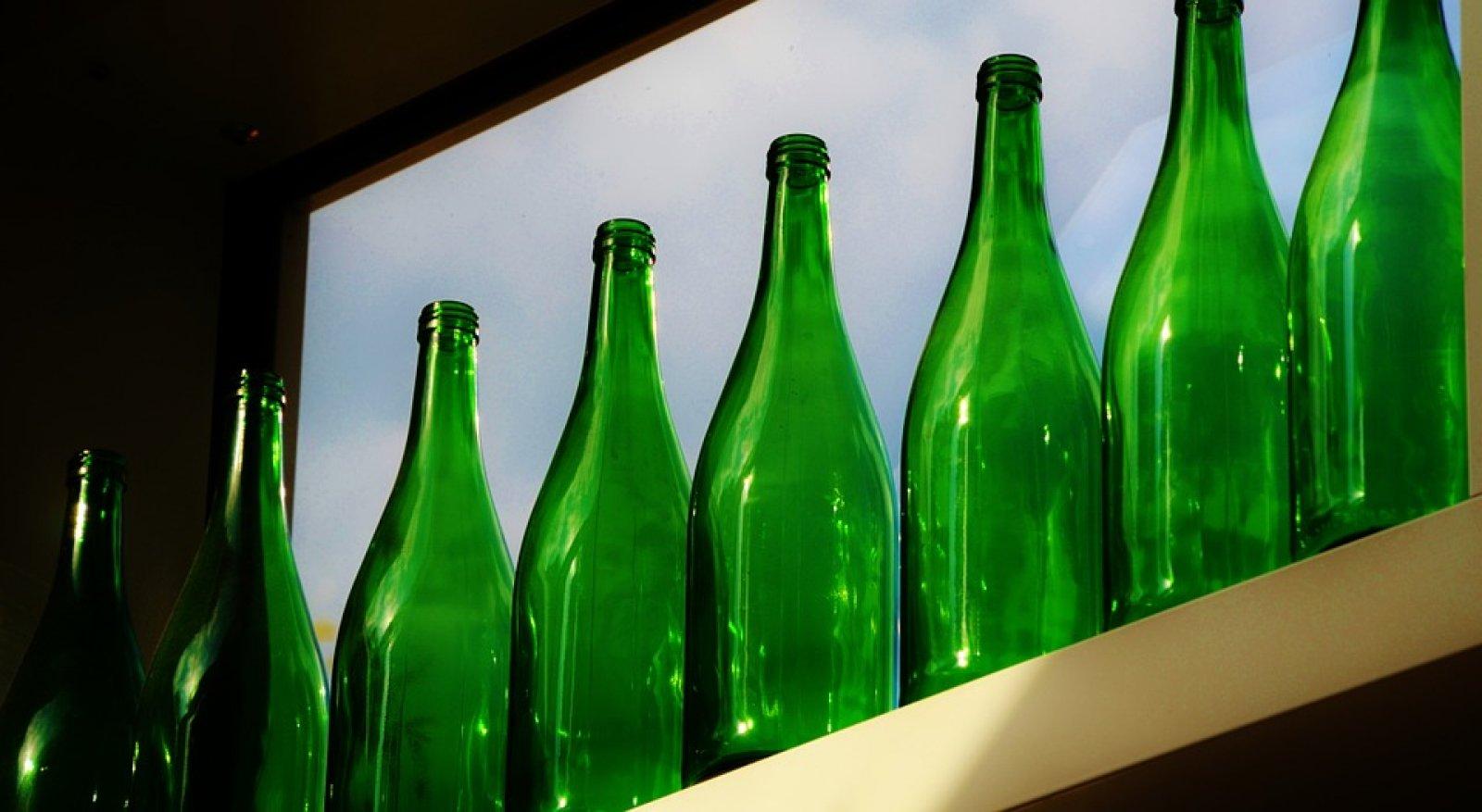 Ampolles de vi buides