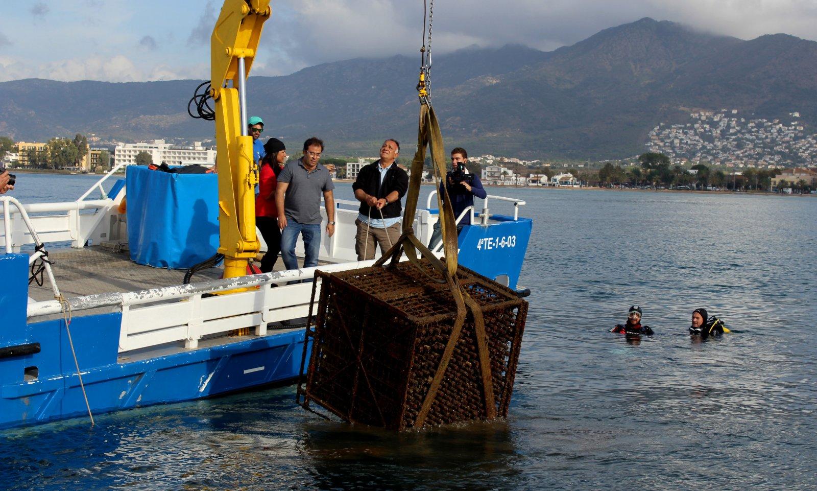 El 2009, l'establiment va submergir diverses ampolles de vi al fons marí de Cala Jóncols
