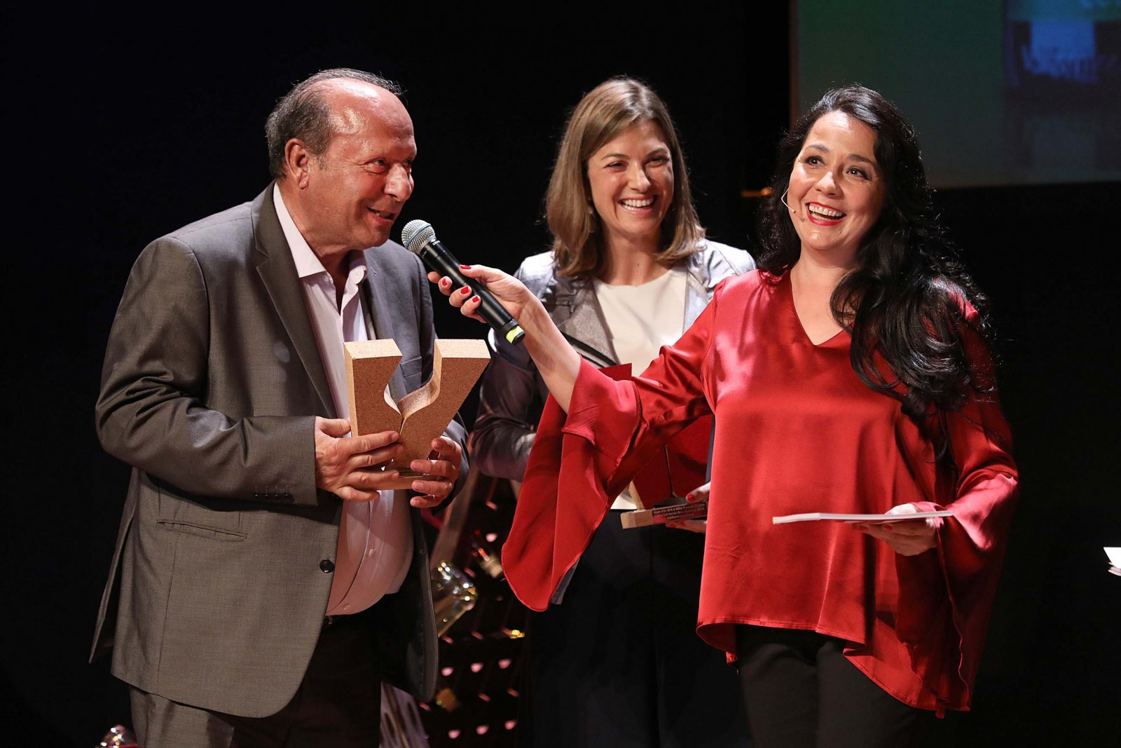 El moment de la gala en que es lliurava el Vinari d'Or al millor Escumós jove