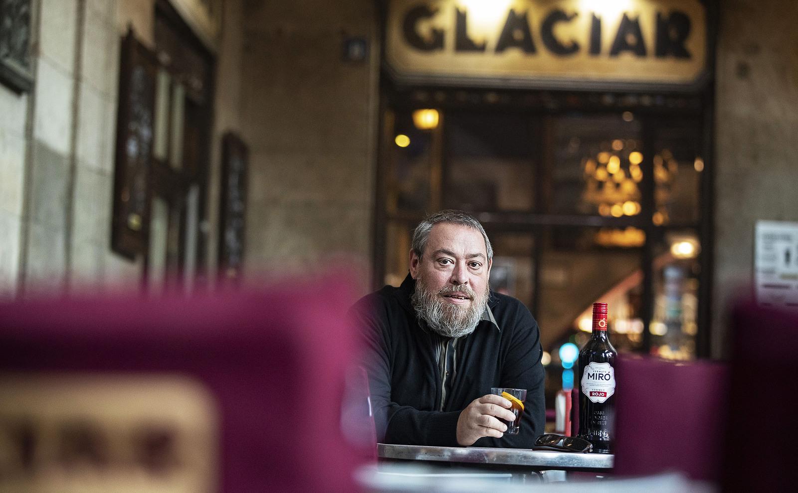 Xavier Theros s'asseu amb el Tot Barcelona a fer un vermut Miró
