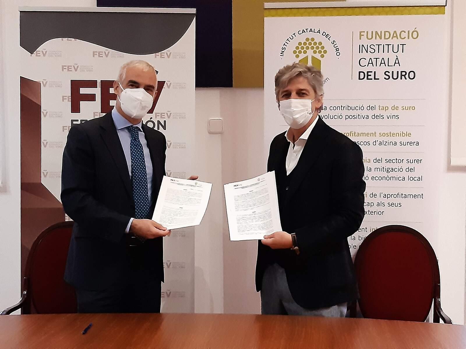 El director general de la FEV i el president de l'ICSuro en la signatura del conveni de col·laboració