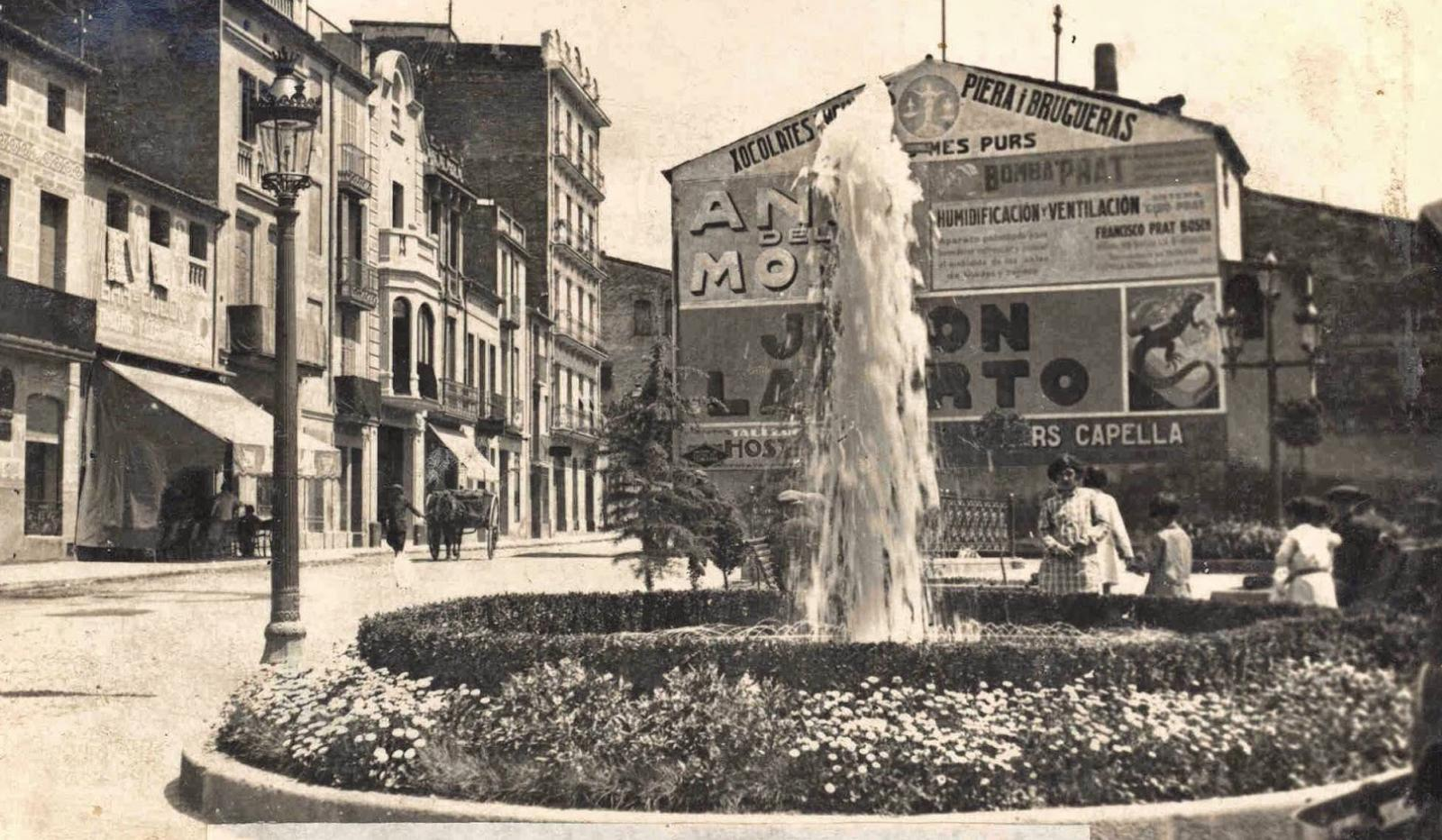 La plaça d'Anselm Clavé/Portal de Sant Roc