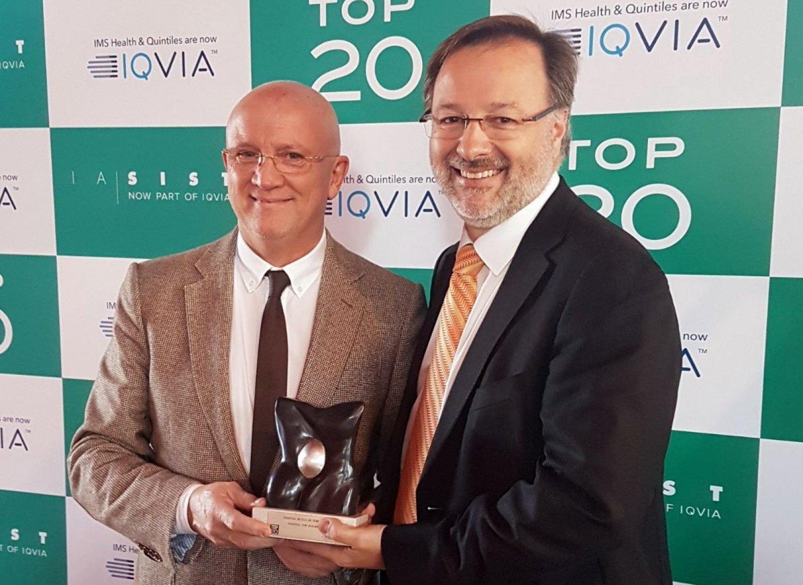Carles Fontcuberta i Esteve Picola, recollint el premi