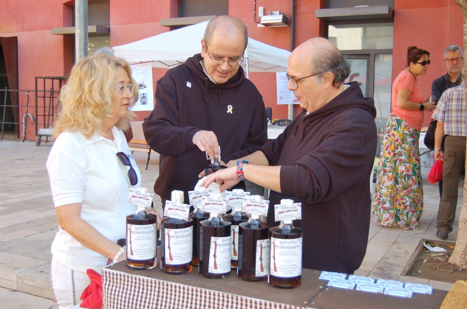 Tast del concurs de Ratafia de la Colla Federins organitzat al Vapor Gran, en una anterior edició | Ramon Navarro