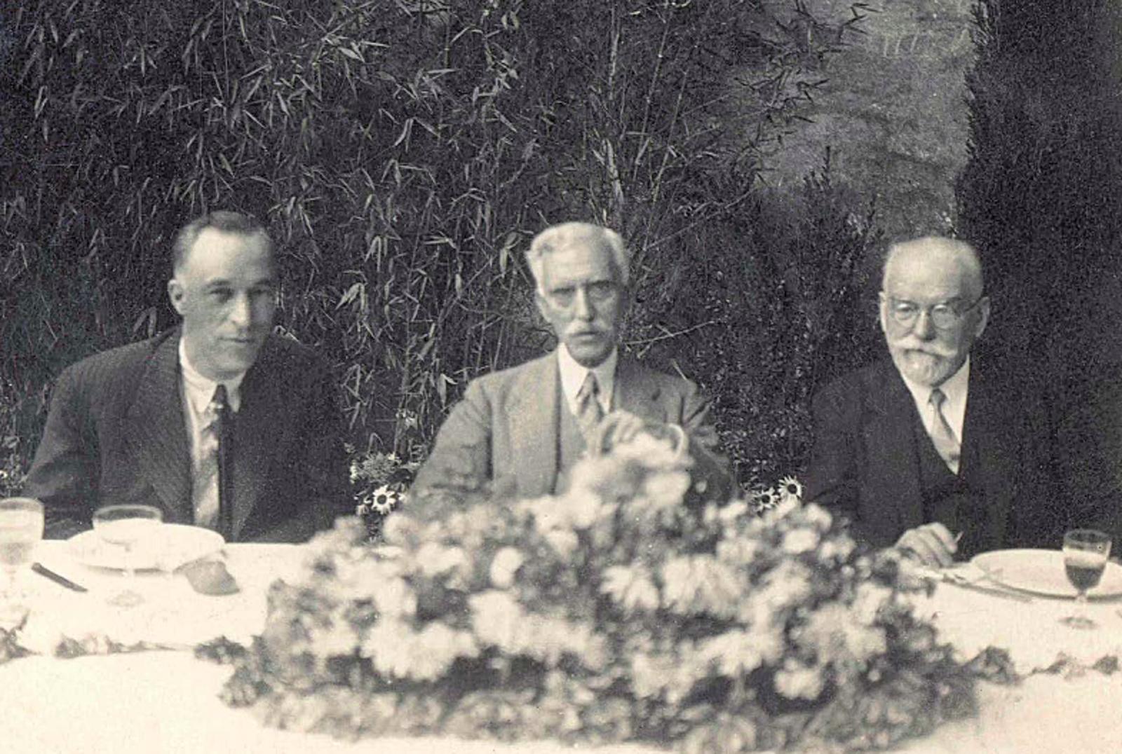 Juliol de 193, el president Francesc Macià entre l'alcalde de Terrassa Samuel Morera i el diputat Domènec Palet i Barba