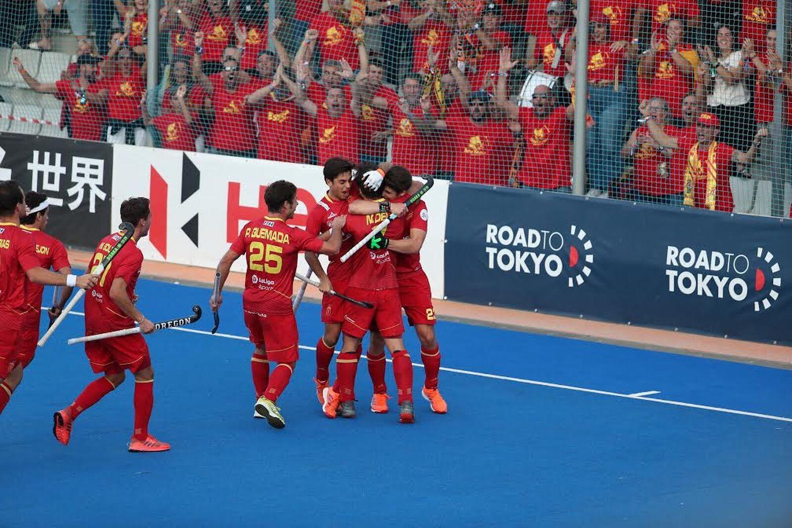La selecció espanyola celebrant un dels gols aconseguits