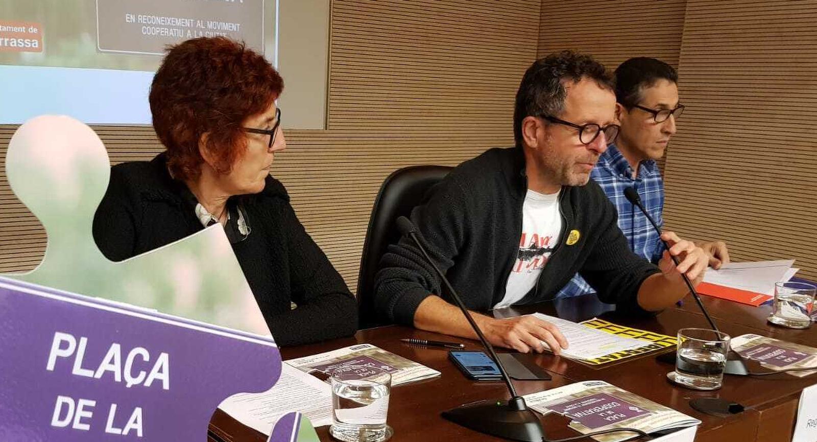 Rosa Guinot, Josep Forn i Luis Carlos de la Concepción, presentant la Terrassa Cooperativa