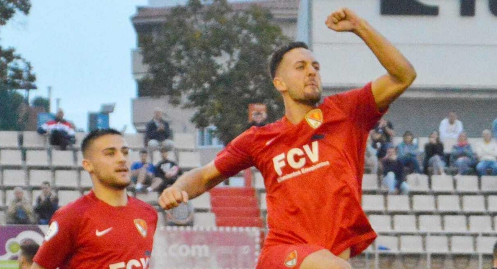 Alex Fernández celebrant el gol