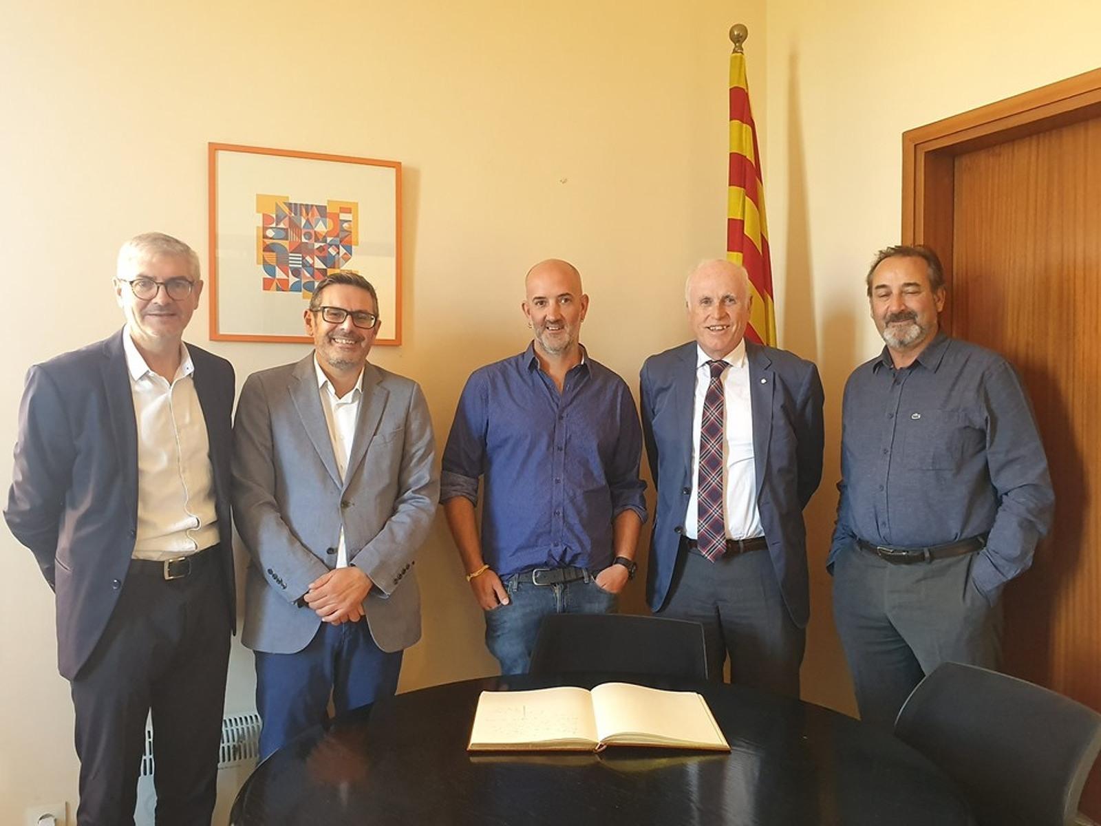 Membres de la Cambra de Terrassa amb l'alcalde d'Ullastrell