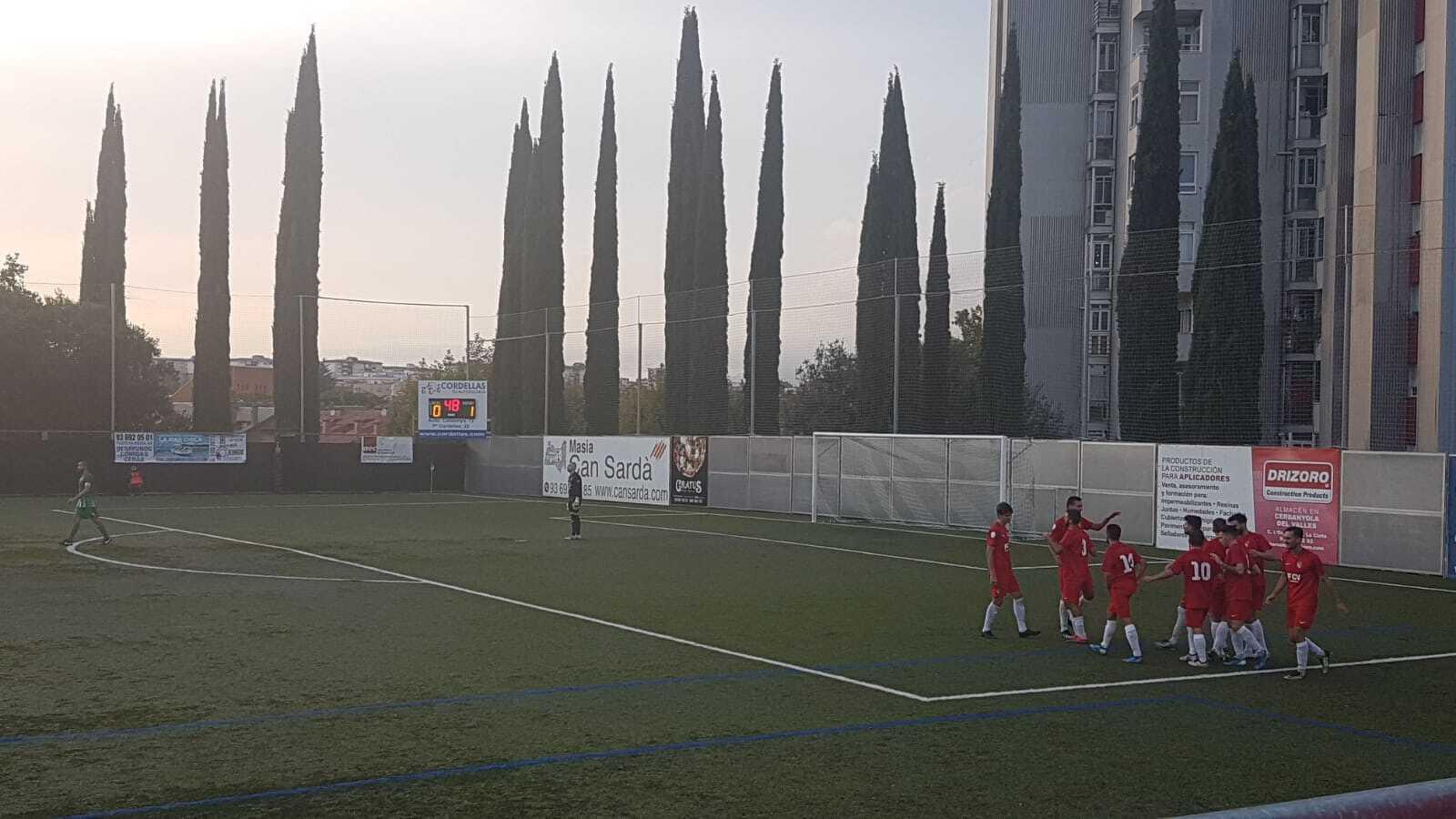 Els jugadors del Terrassa celebren un dels gols d'Arranz contra el Cerdanyola
