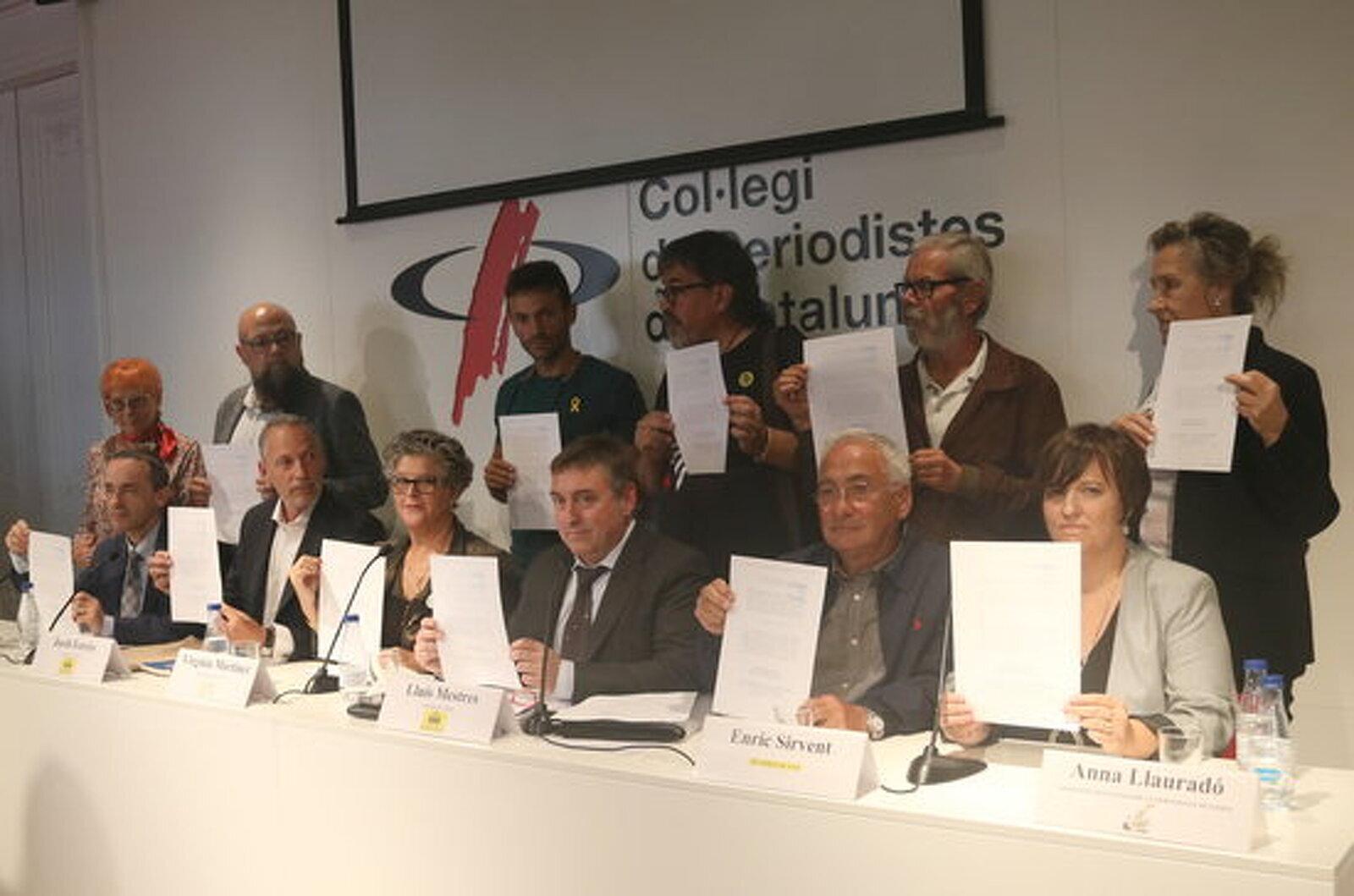 Diversos advocats i víctimes de l'1-O amb la querella per crims contra la humanitat