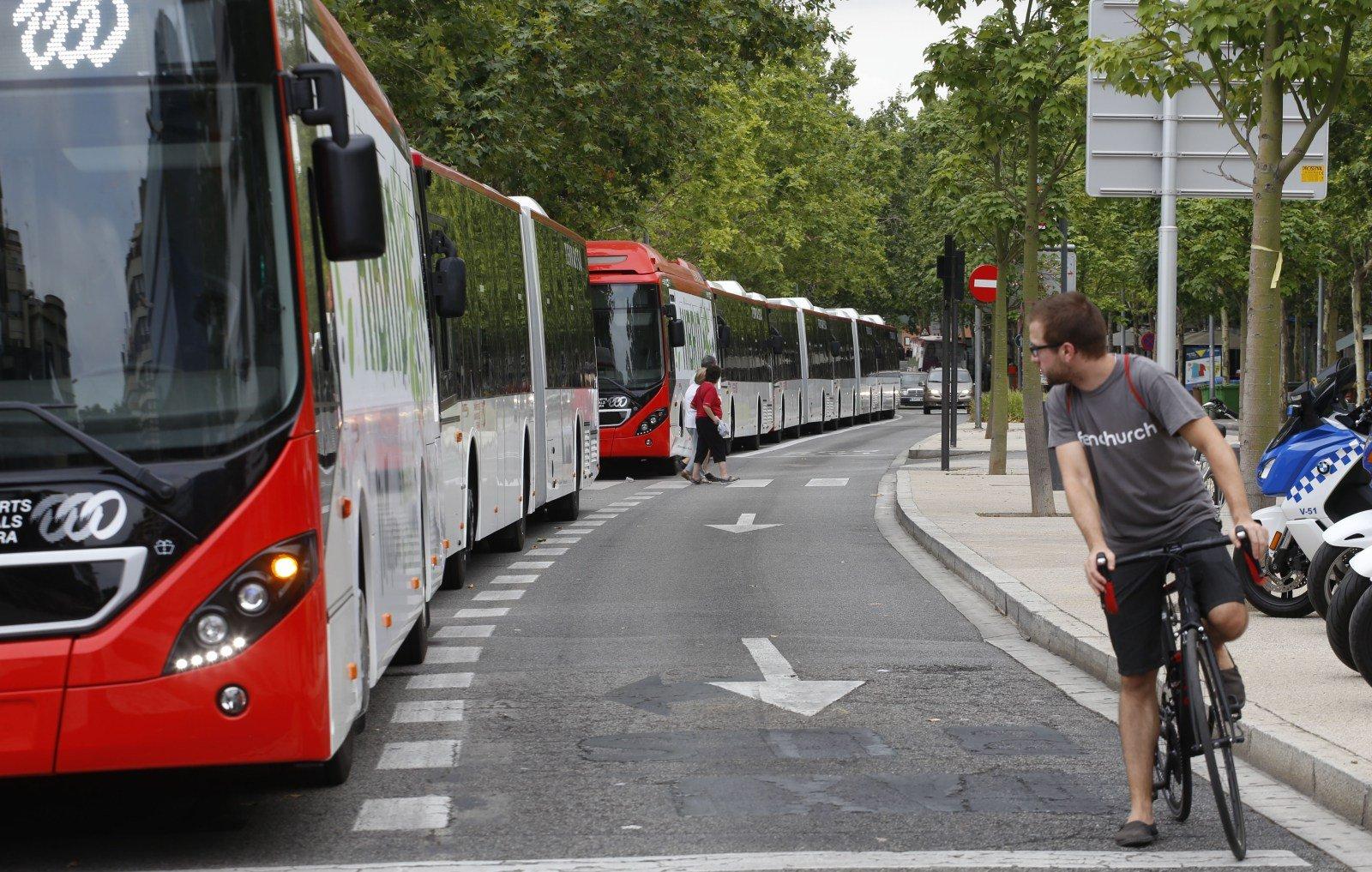 Els autobusos nous s'han presentat aquest divendres al Parc dels Catalans