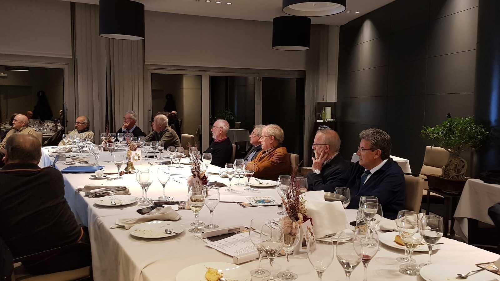 Mariona Vigués ha realitzat una xerrada sobre El Real Colegio Tarrasense a la seu del Rotary Club de Terrassa