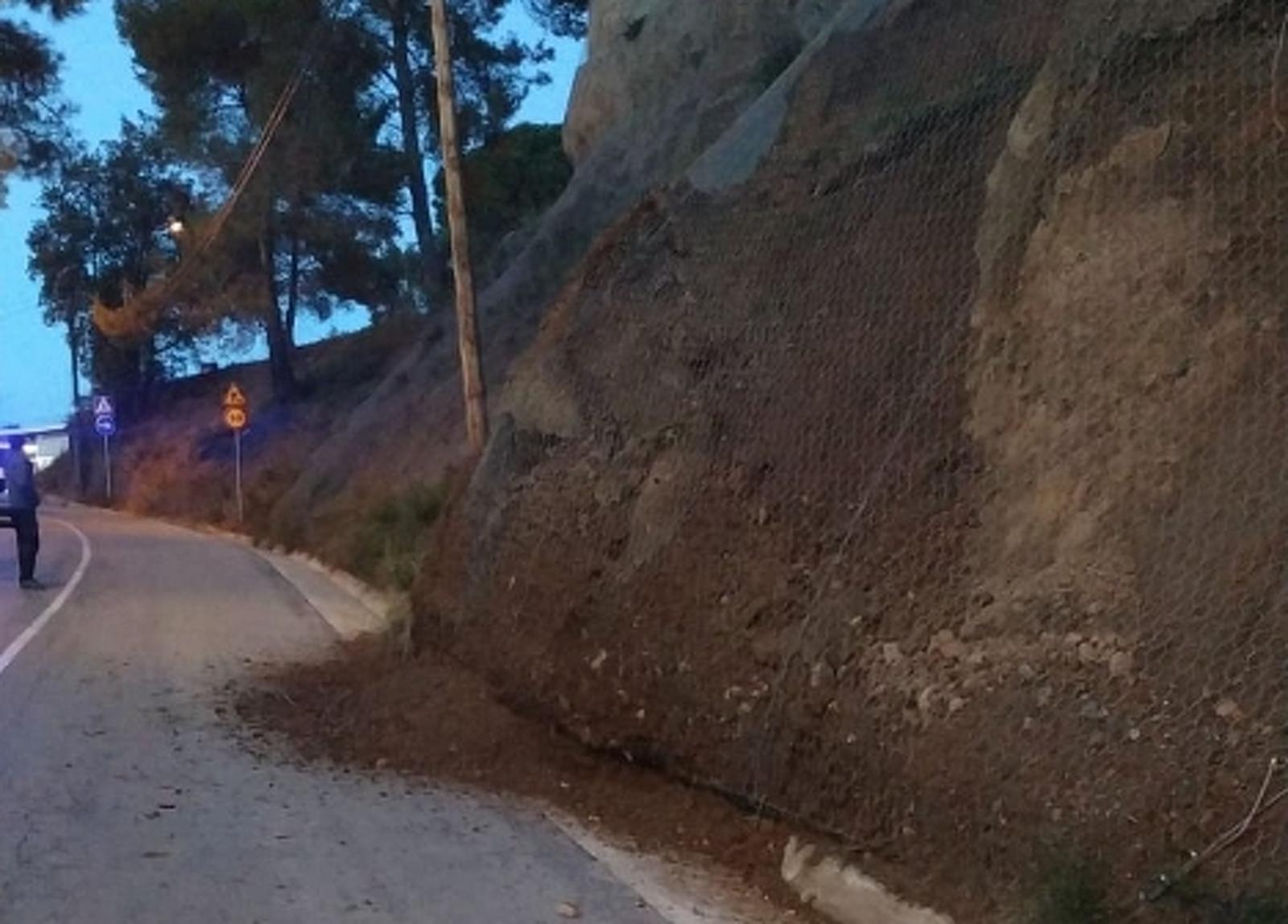 Esllavissada de terra a la carretera Sant Llorenç