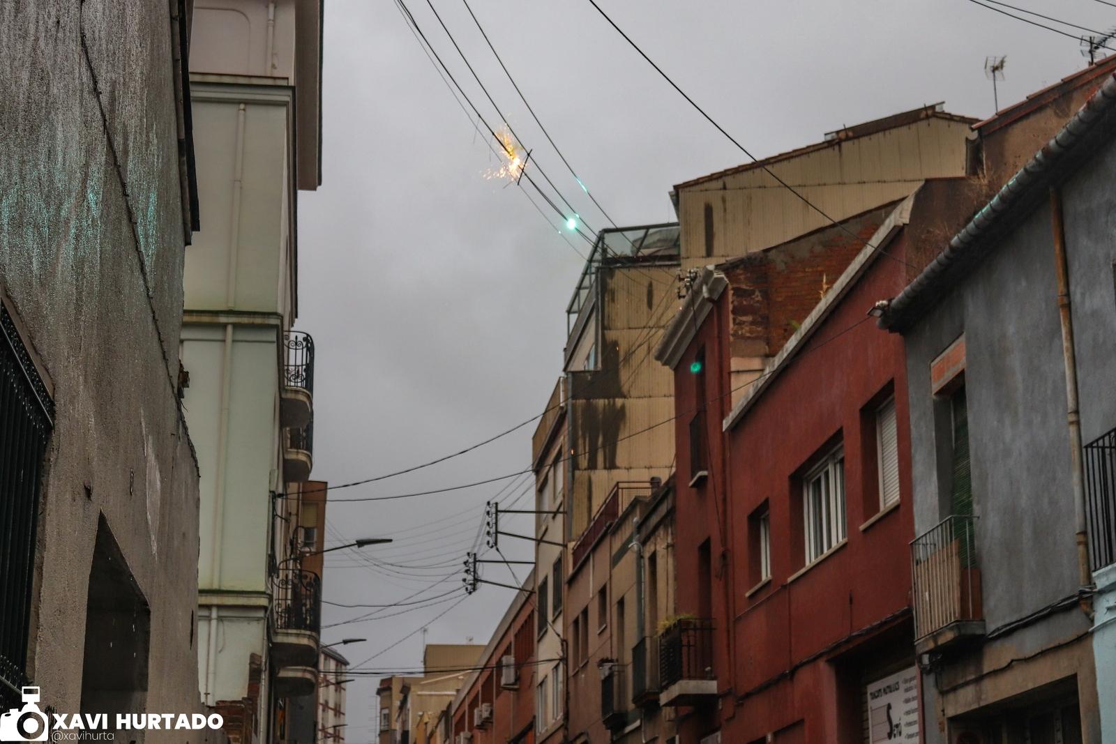 Cables al carrer de Topete