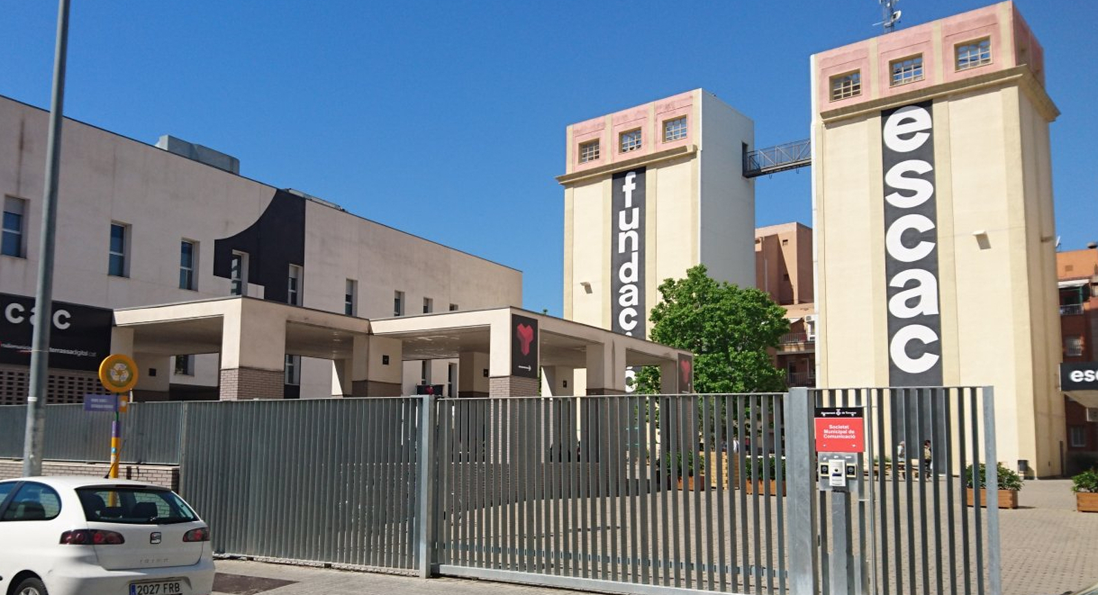 L'ESCAC, a la plaça de la Farinera