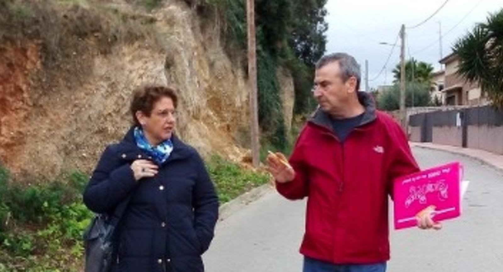 Isabel Marquès fent la visita per les Torres de Can Parellada amb el vicepresident de l'AV