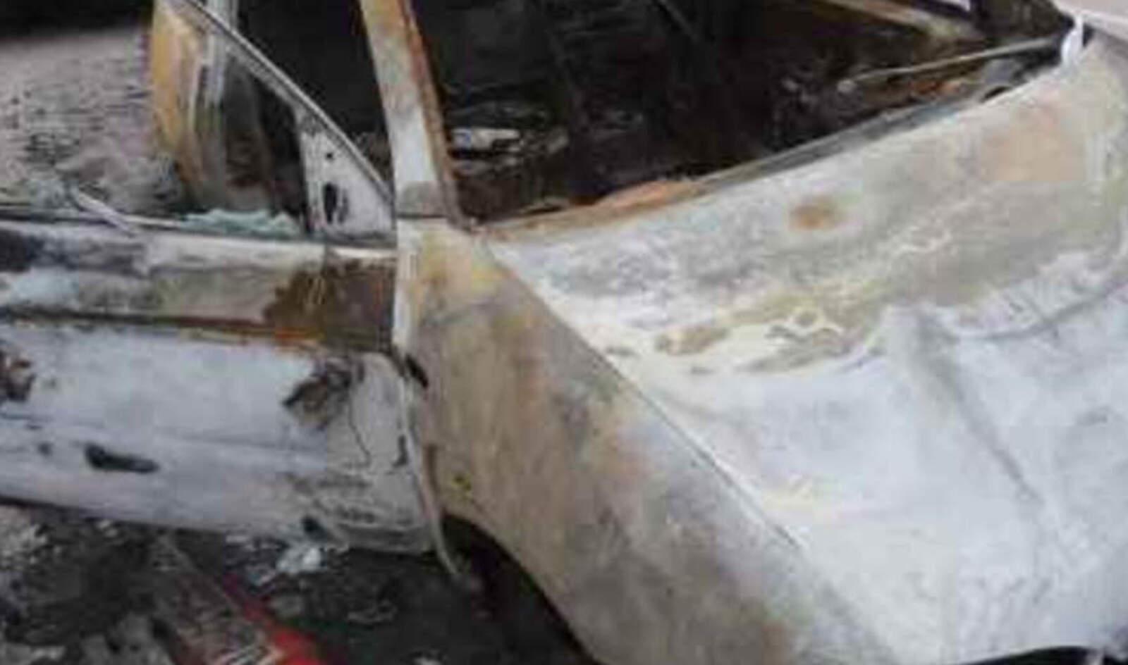 Cotxe cremat i abandonat en un carrer del polígon de Can Parellada de Terrassa