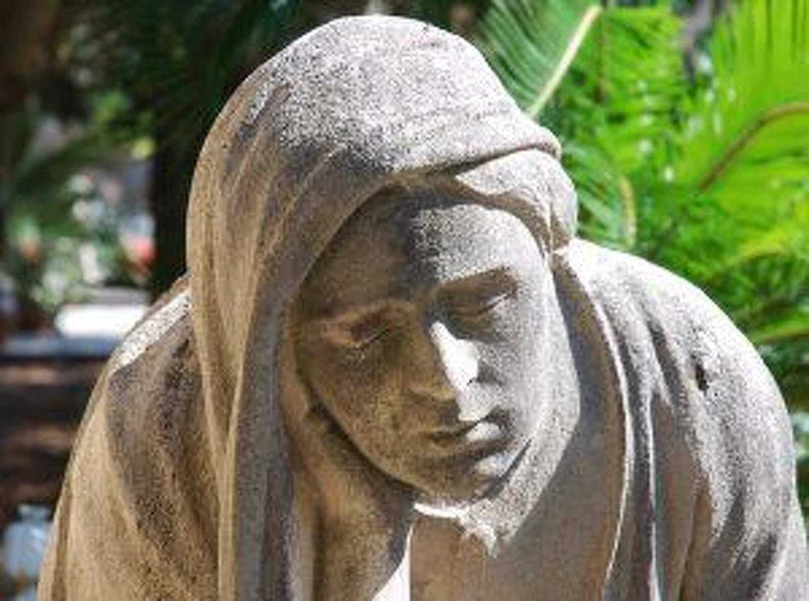 Una escultura al cementiri de Terrassa