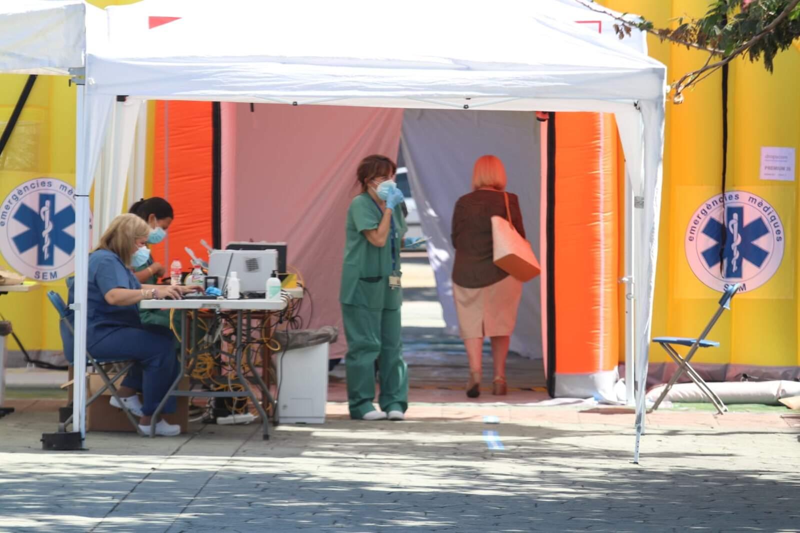 La carpa instal·lada a la plaça Immaculada per fer PCR
