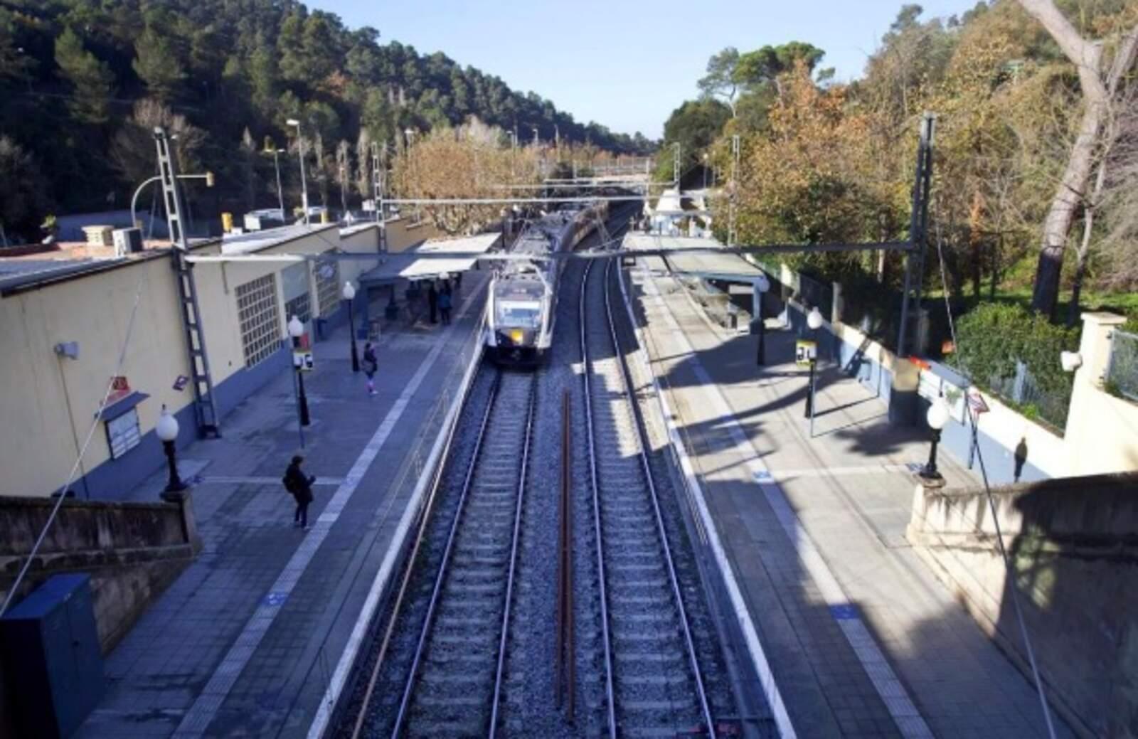 El baixador de Vallvidrera és l'última parada abans d'entrar a l'històric túnel ferroviari que travessa Collserola