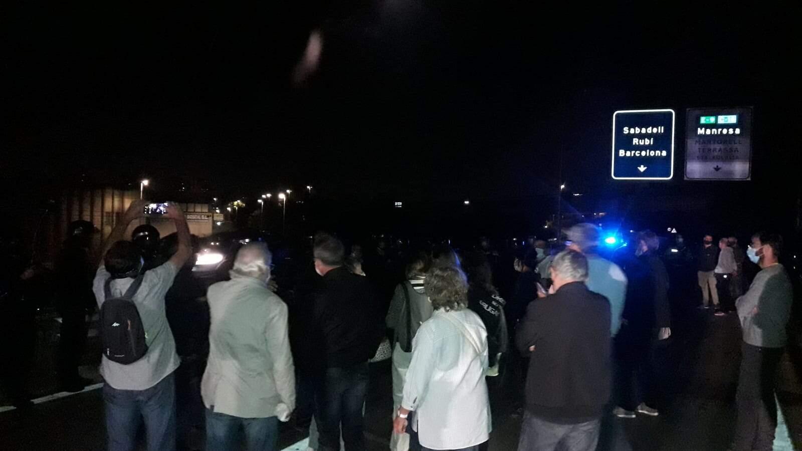 Els manfiestants han quedat rodejats pels agents policials