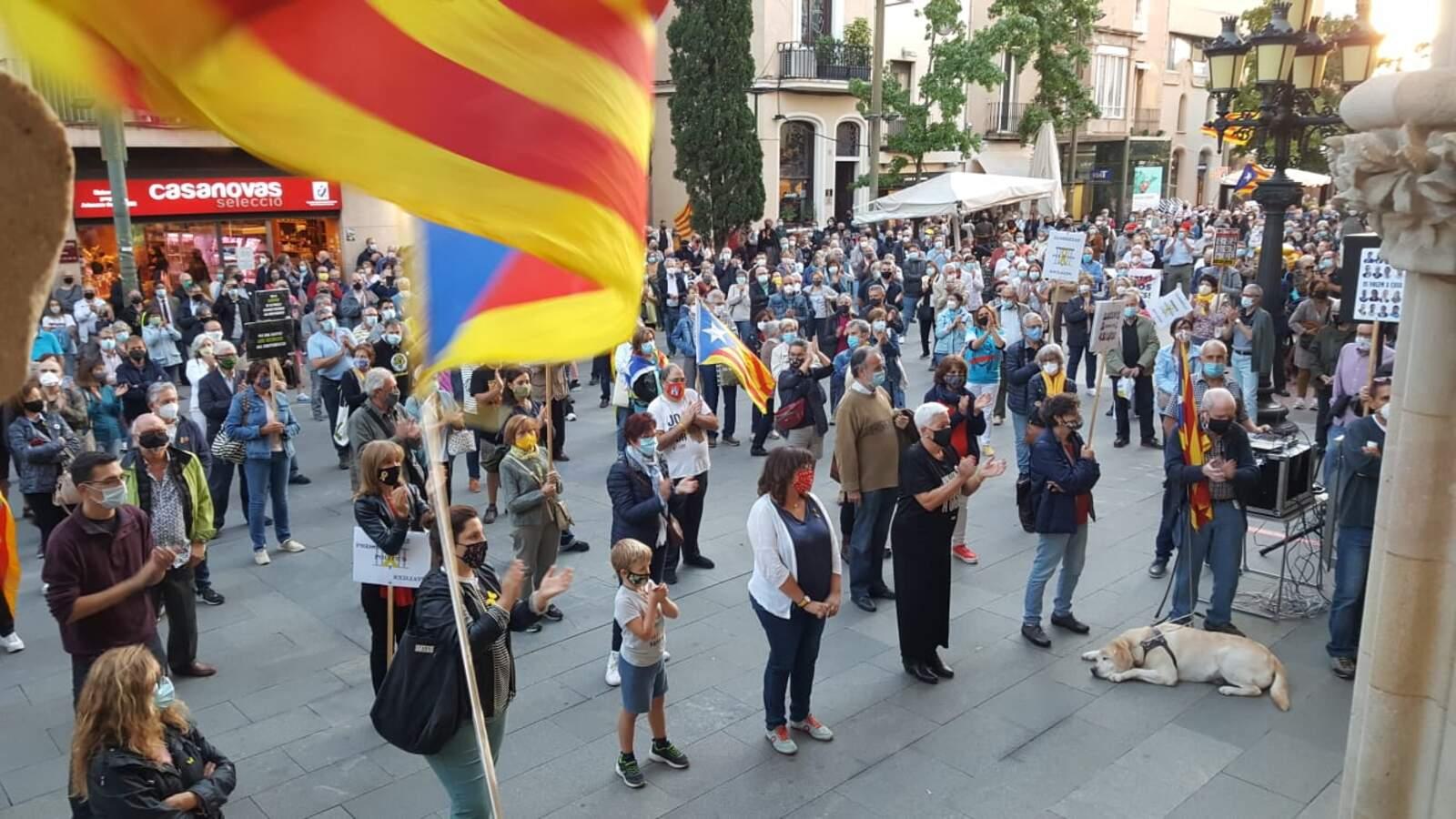 Concentració al Raval de Montserrat contra la inhabilitació de Torra
