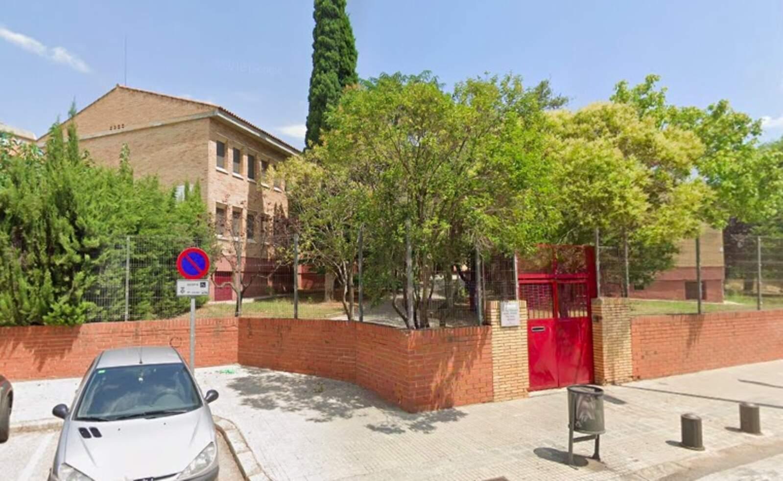 Façana de l'Institut-Escola Pere Viver de Terrassa