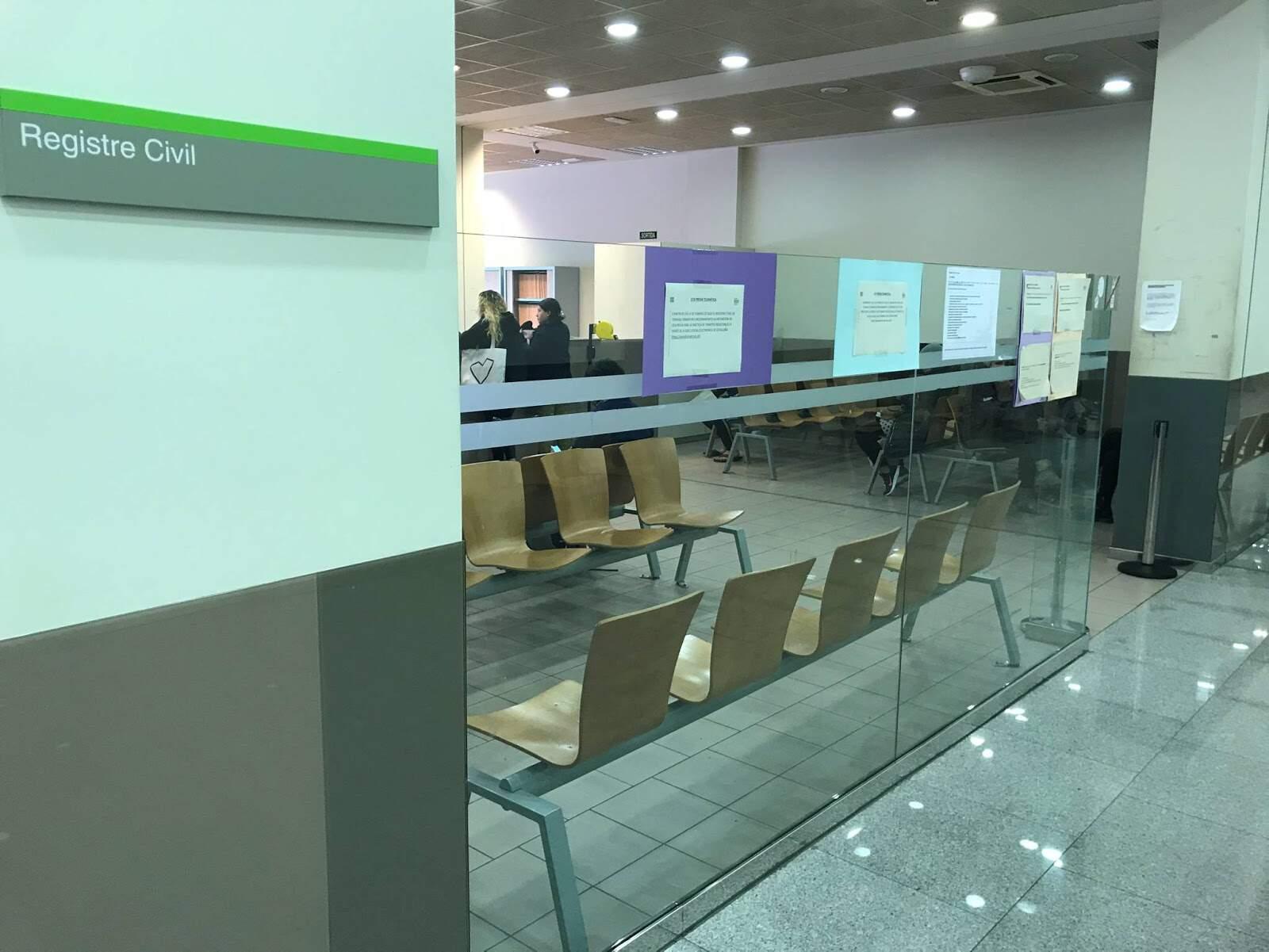 Sala d'espera del Registre Civil als jutjats de Terrassa