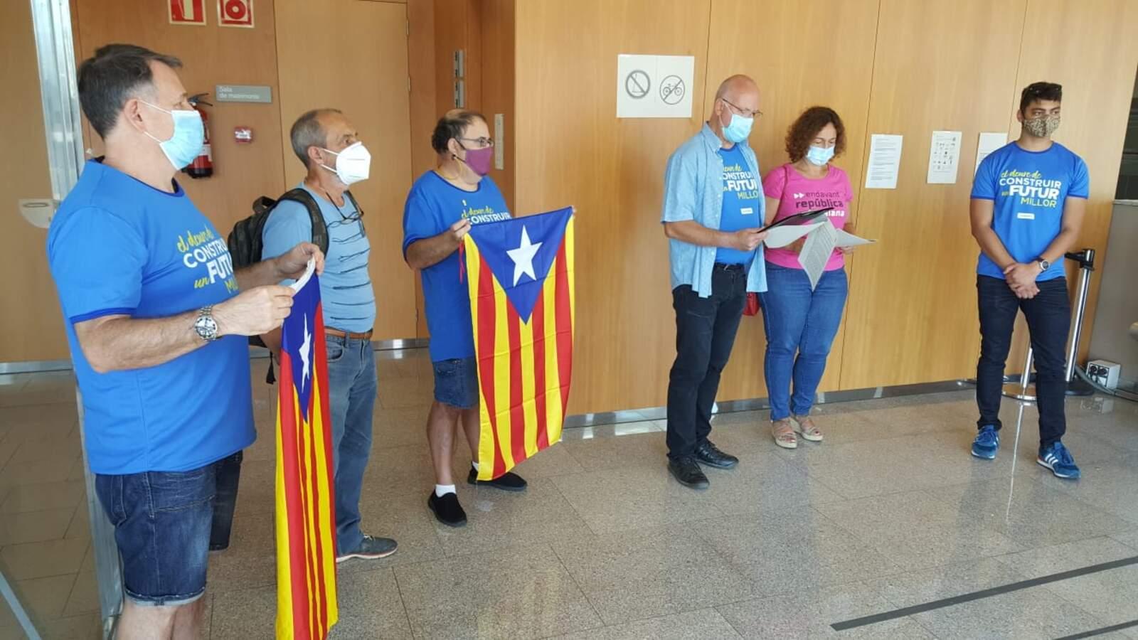Un grup de l'ANC entra a l'edifici dels Jutjats