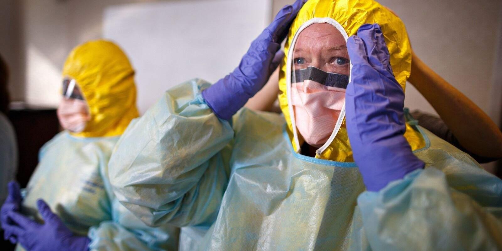 Personal sanitari als Estats Units fa cursos de formació per protegir-se del coronavirus