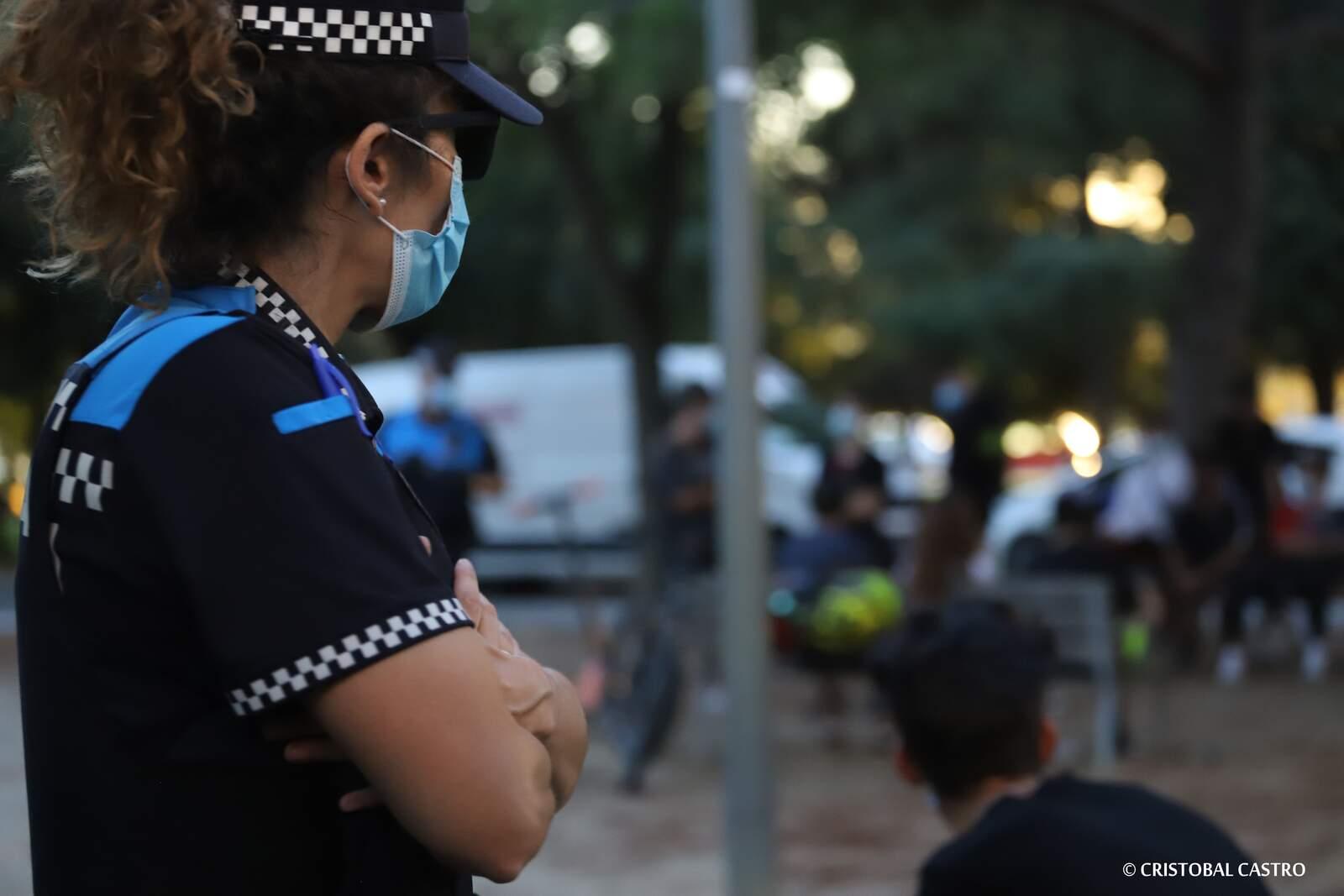 Controls policials a Terrassa per vigilar que tothom porti mascareta