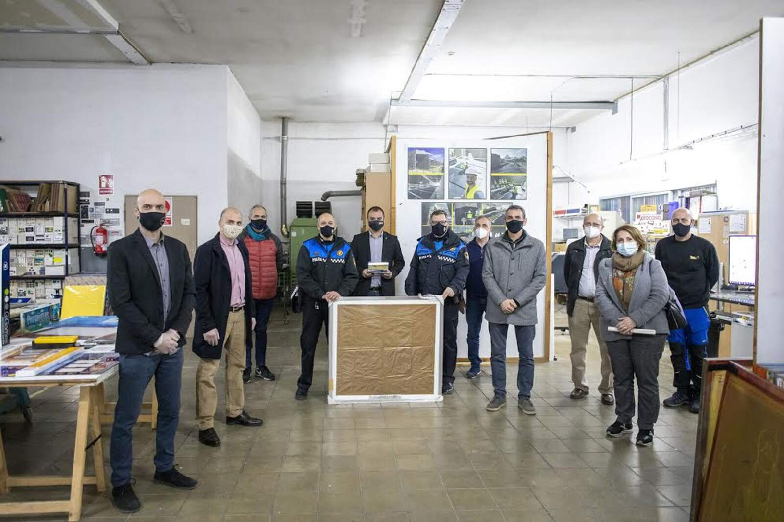 Acte de donació solidària d'un serigrafiat jeroglífic de l'empresa Seriluc Egara SL