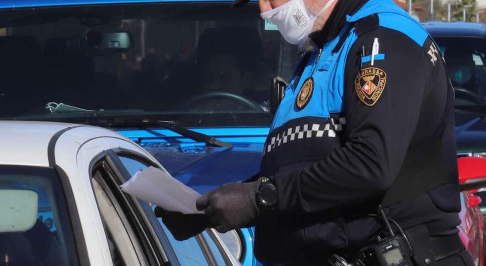 Controls policials a la Terrassa confinada del cap de setmana