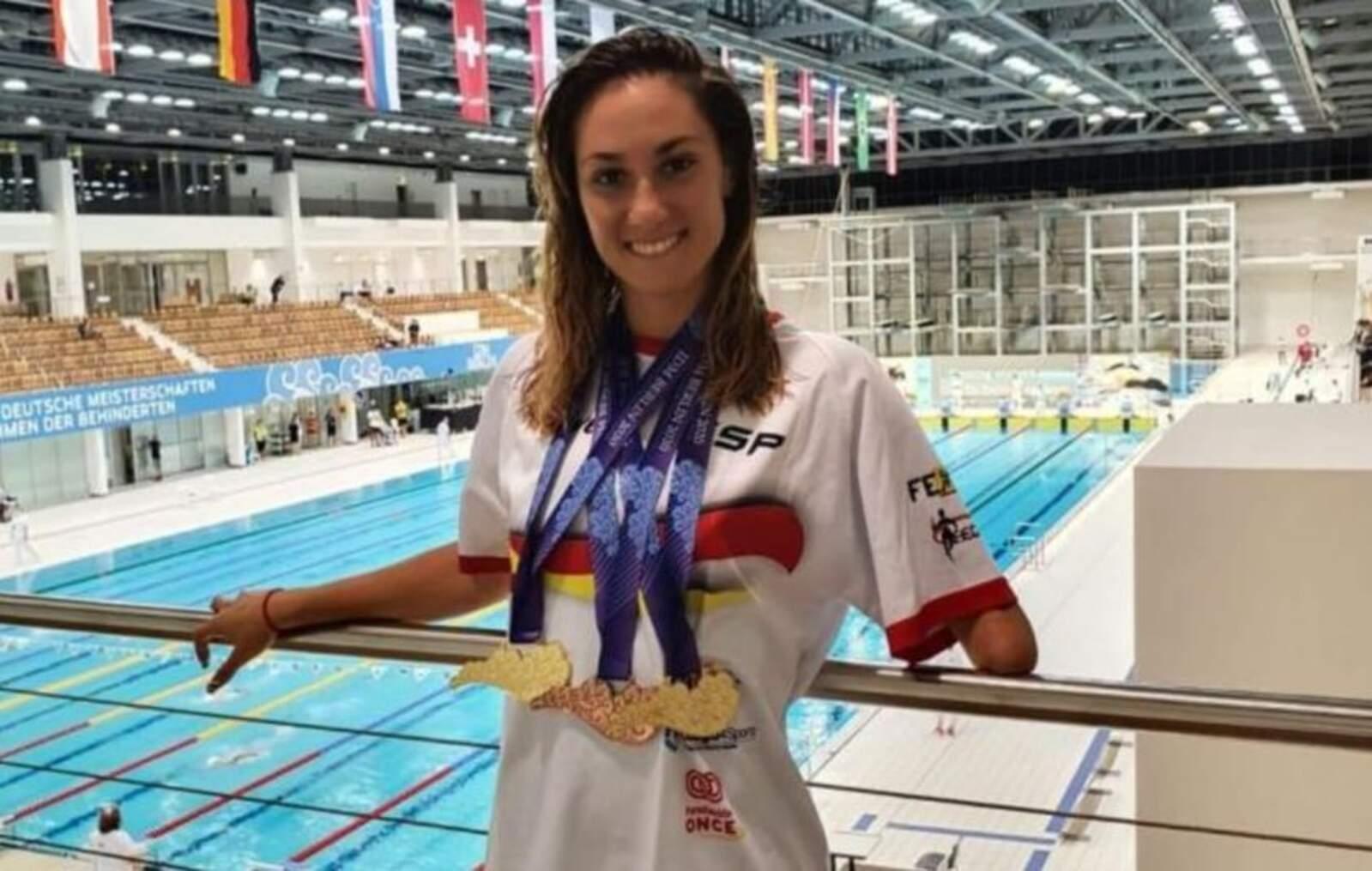 Sarai Gascón amb les tres medalles aconseguides a Berlín