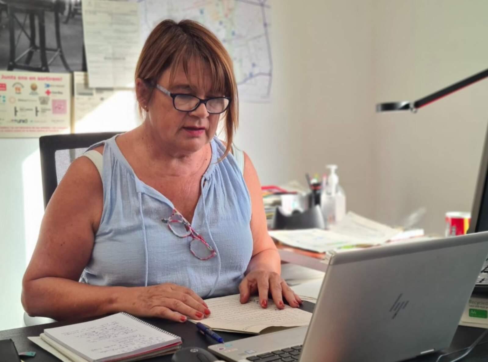 La tinent d'alcalde Lluïsa Melgares, al despatx de l'Ajuntament