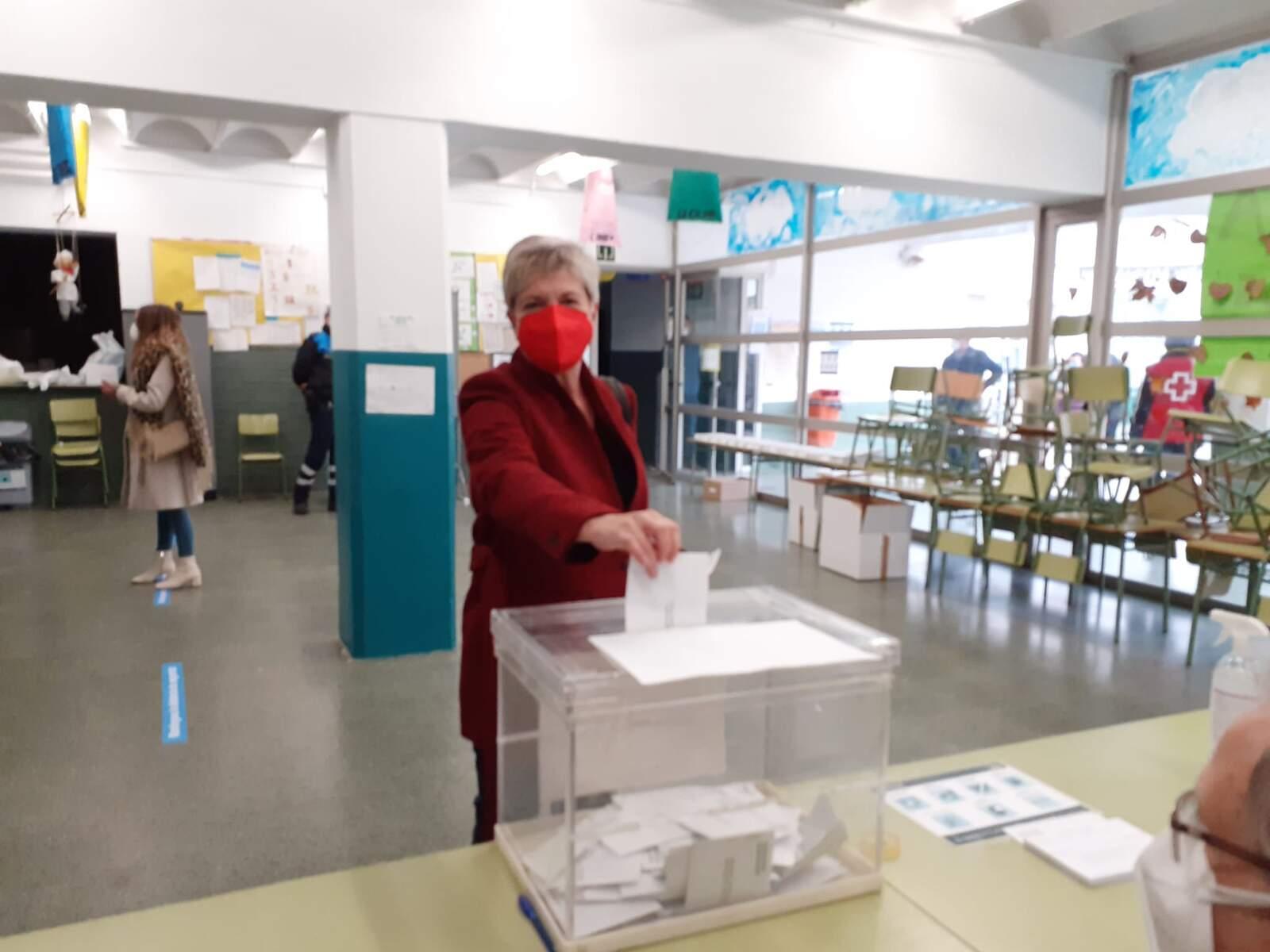 Eva Candela ha votat al col·legi Bisbat d'Ègara de Terrassa