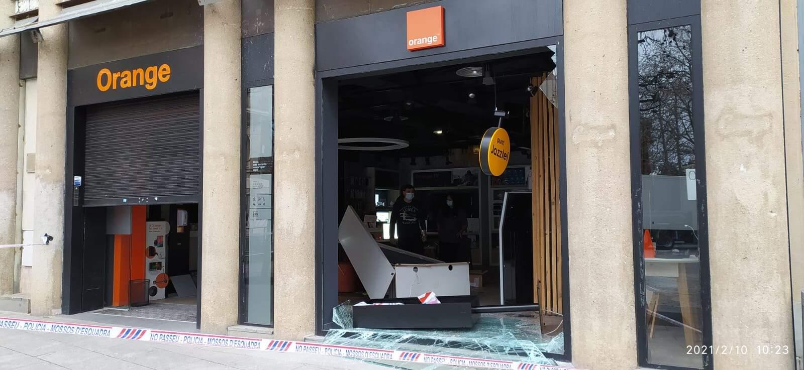 La botiga Orange de la plaça Vella ha estat víctima d'un robatori